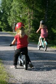 Cyklande barn