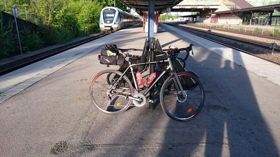 Tidig avfärd från Älvsjö station mot Barkarby