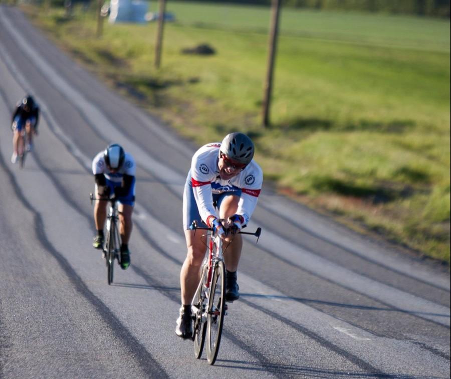 Foto: Peter Ahlerup - vi ligger sist av dessa tre och jagar upp mot mål