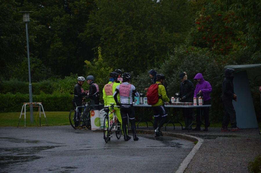 Fikastopp vid Stora Skuggan [foto: STHLM Bike]